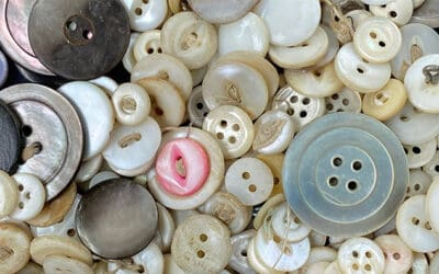 Three Tips to Identify Pearl Buttons!